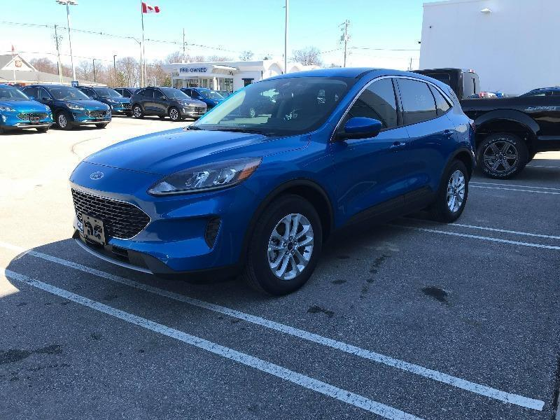 New 2020 Ford Escape SE UA03203
